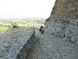 výjezd přímo do pevnosti - u nás by už památkáři plnily zásobník kulometu